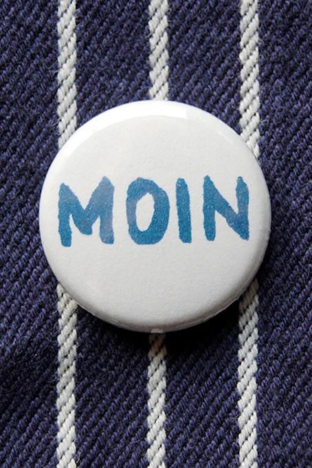 Button, Moin